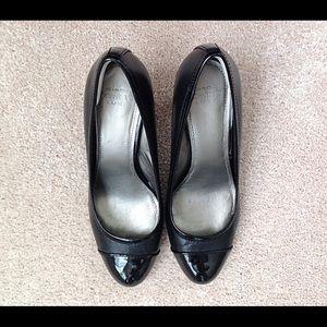 Ladies CIRCA JOAN & DAVID dress shoes.